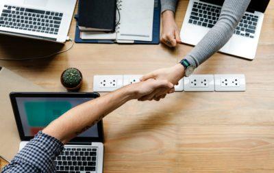 Ser socio de una entidad comercial o ser propietario único